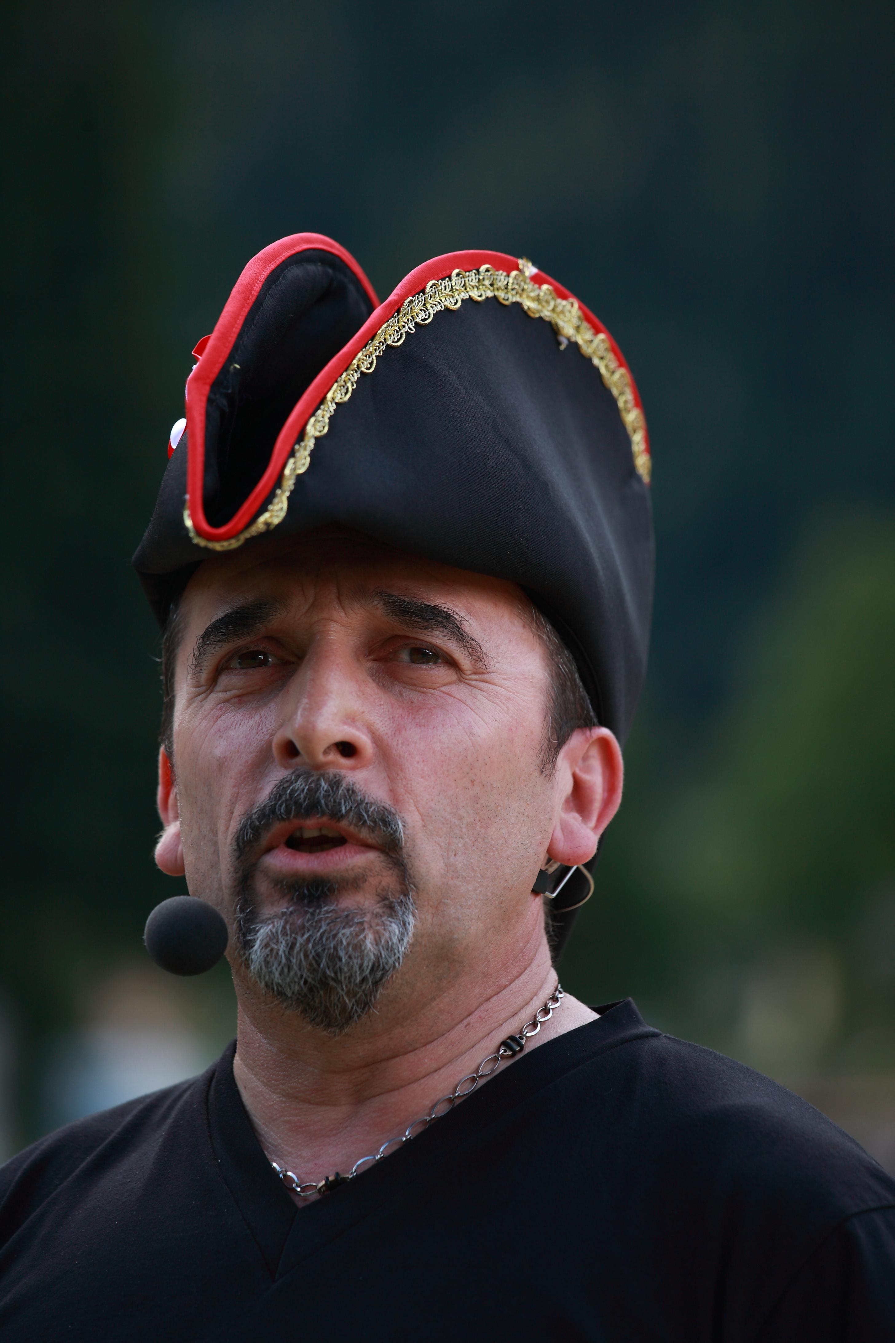 Enrico Gasperi_ Non toglietemi il cappello (Claudio Munari)
